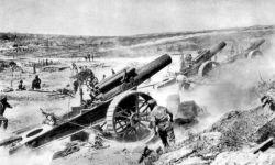 Ostrzał niemieckich pozycji przez brytyjskie haubice w okolicach Mametz, sierpień 1916