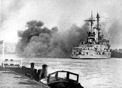 Schleswig-Holstein ostrzeliwuje Gdynię z portu w Gdańsku (13 września)